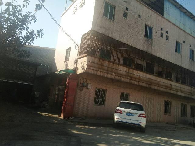 独门独院单一层厂房出租,厂房2400平方米,宿舍办公1000