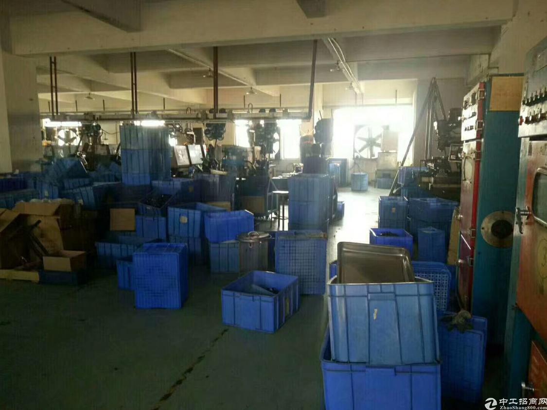 黄江镇中心楼上1000平带装修厂房出租,水电齐全拎包入住