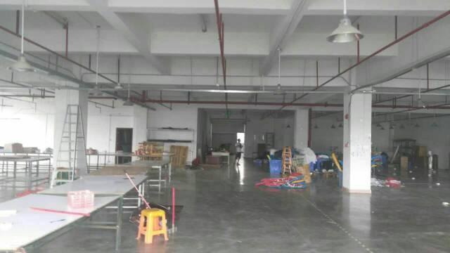 平湖华南城西门对面工业区带办公室装修二楼980平方米出租