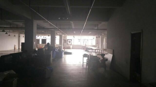 平湖华南城西门对面工业区带办公室装修二楼980平方米出租-图2