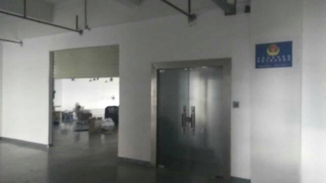 平湖华南城西门对面工业区带办公室装修二楼980平方米出租-图3