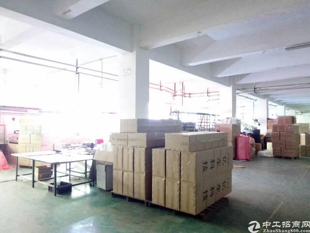 福永宝安大道旁边地铁口附近楼上精装修1000平方