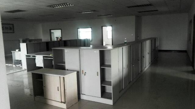 厂房位于平湖广场附近楼上带装修800平米厂房出租