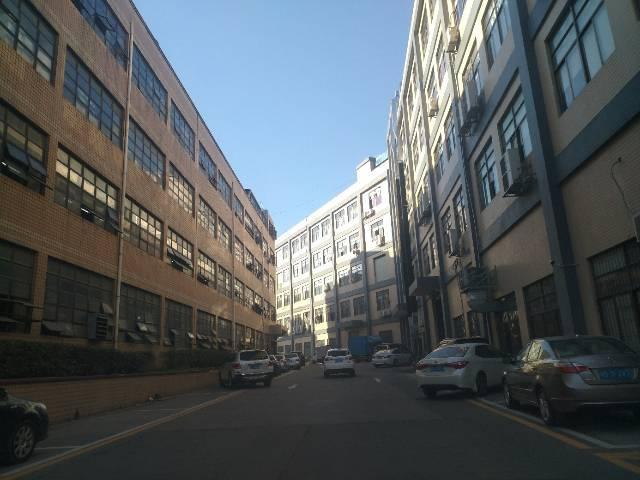平湖山夏工业区楼上1400平方整层出租