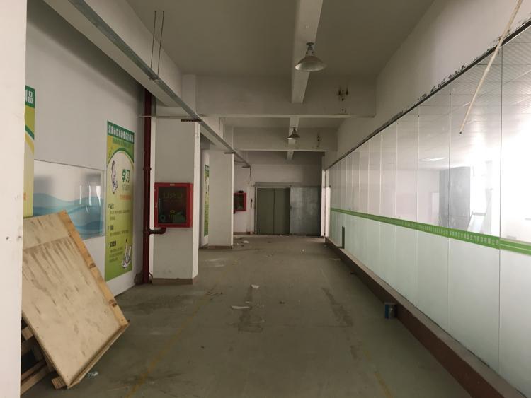 横岗安良工业园内一层1350平米厂房带办公室出租