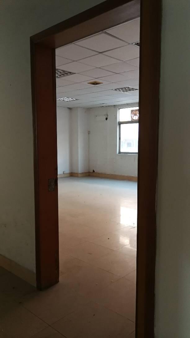 厚街镇宝屯村有现成装修办公室300