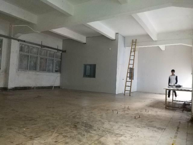 凤岗凤德岭1楼340平标准厂房隔有办公室水电现成