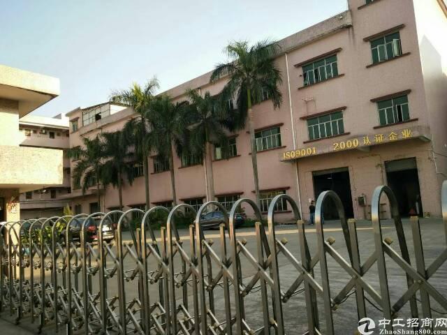 平湖辅城坳工业区原房东带装修2200平方米厂房招租