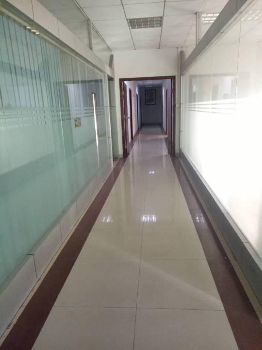 龙岗地铁口原房东863平米带装出租