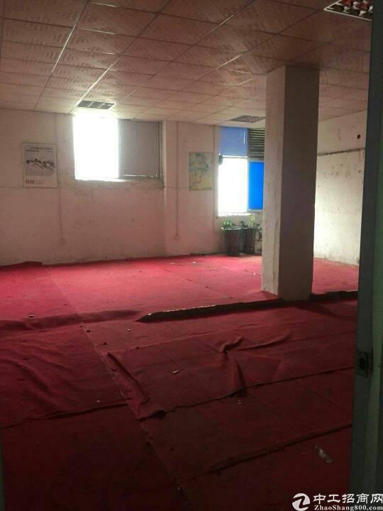 平湖凤凰大道带办公室装修三楼1100平方米出租