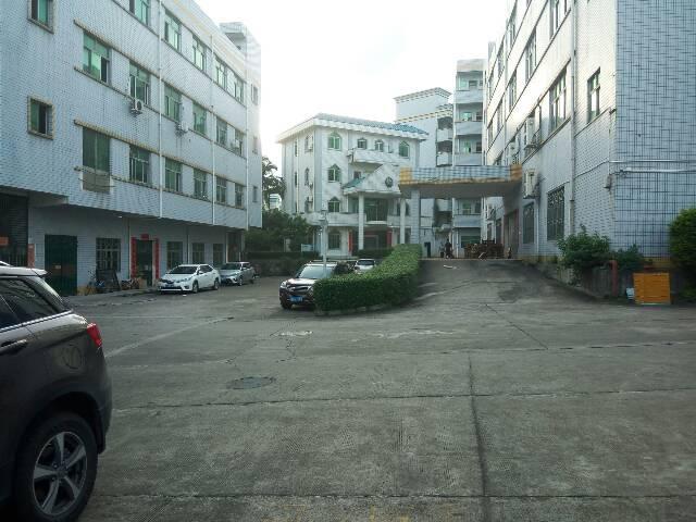 位于平湖辅城坳工业区新出楼上1500平米厂房出租