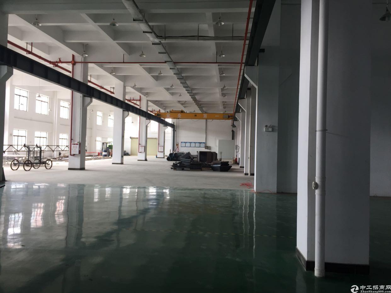 寮步新出1600平方带航车钢结构厂房