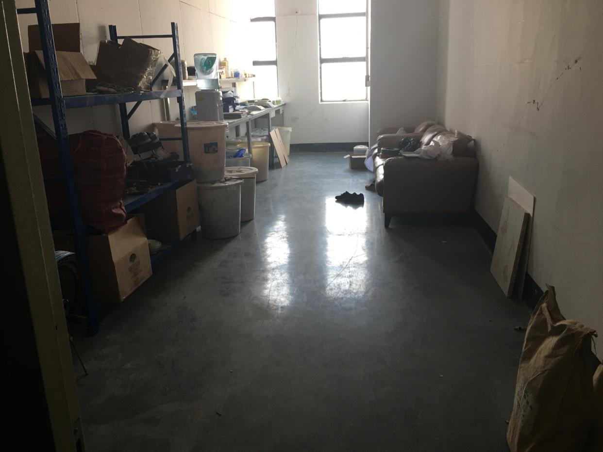 公明新出高薪园区楼上1200平,带豪华办公室车间装修
