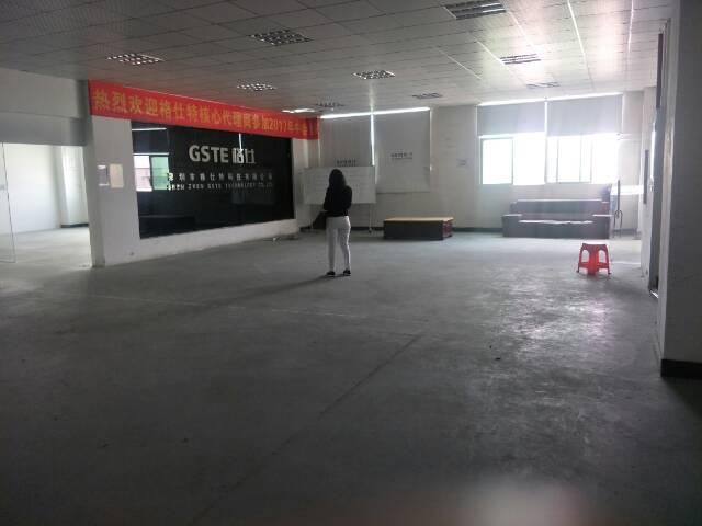 公明南光高速出口附近楼上1400平米厂房出租