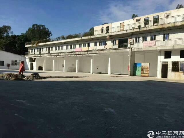新塘镇中心地带,2层1000平方,水泥地面2