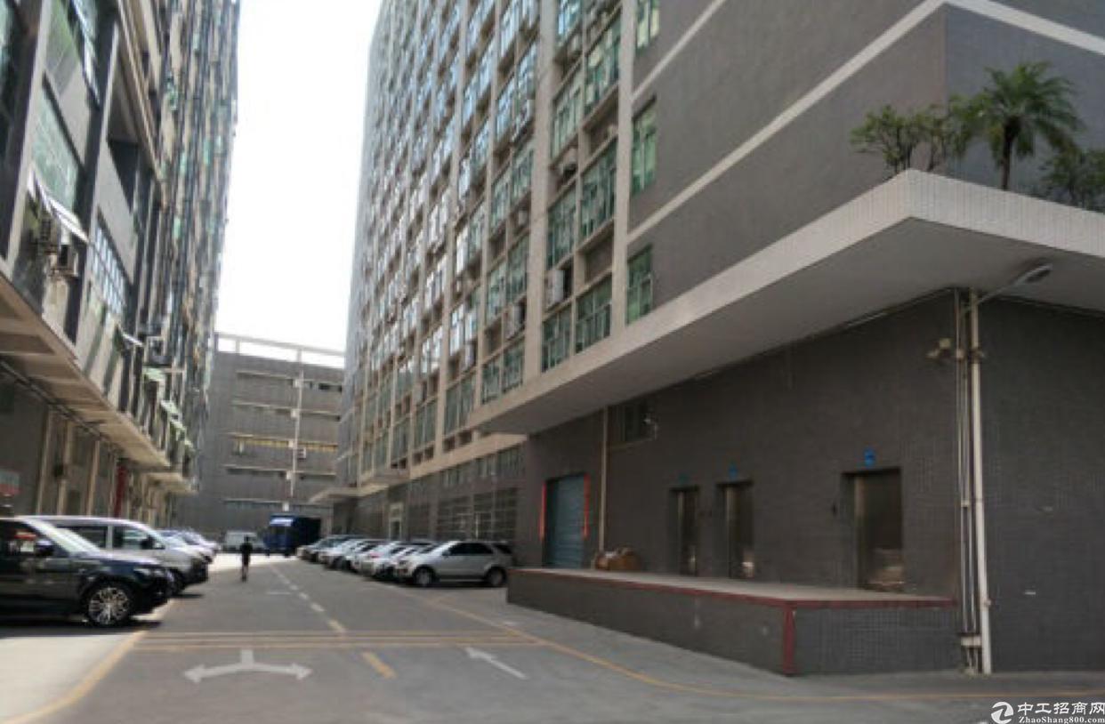 石岩机荷高速口高新园楼上整层3115平米招租