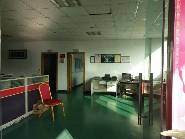 坪地标准一楼1250平方,形象好,带地坪漆和办公室装修!