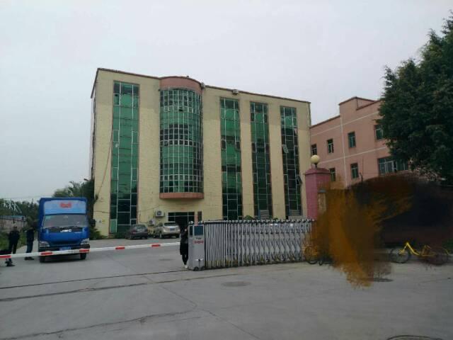 平湖辅城坳或富民工业区一楼六米高原业主900平厂房招租