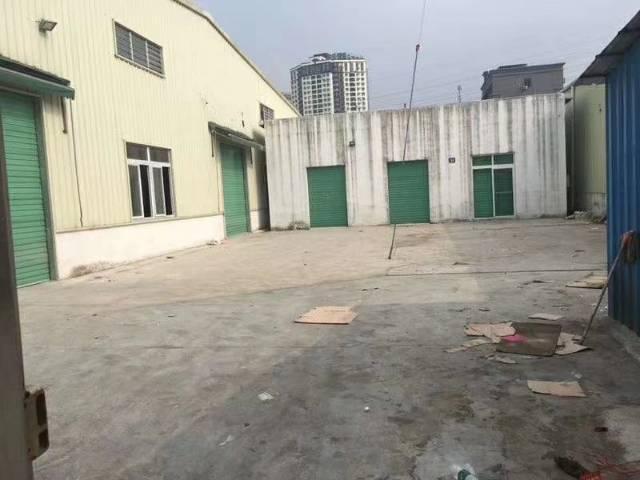 清溪镇三中靠凤岗原房东独院有地坪漆240平方主线到车间