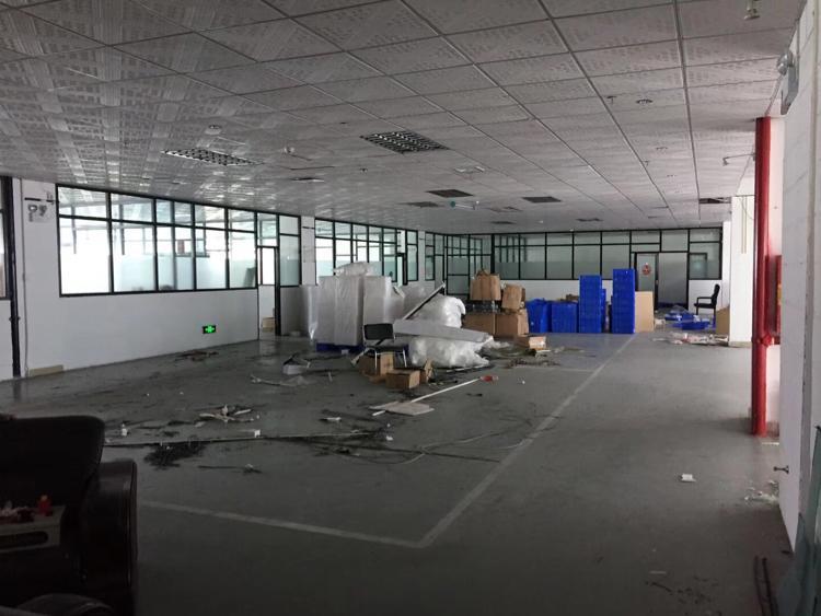 石岩水田新出楼上1350平带装修厂房出租