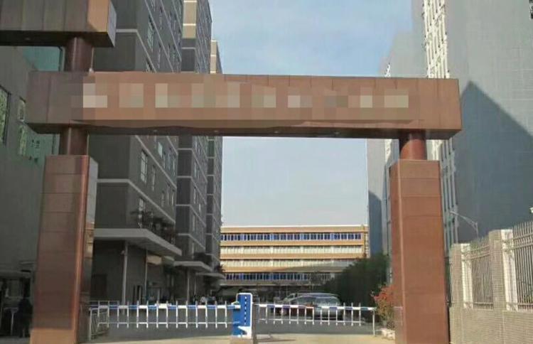 石岩龙大高速出口新出楼上1580平带精装修厂房出租