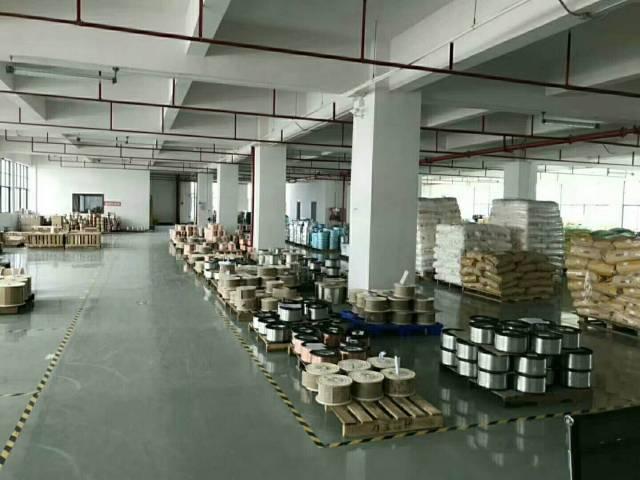 公明中心新出豪华装修厂房2500平米