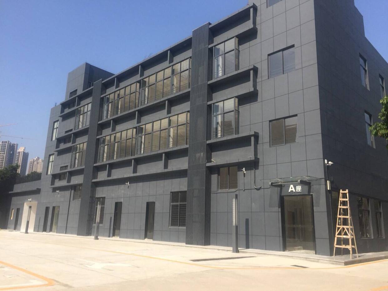 龙华地铁站附近新出精装修写字楼200平,交通方便