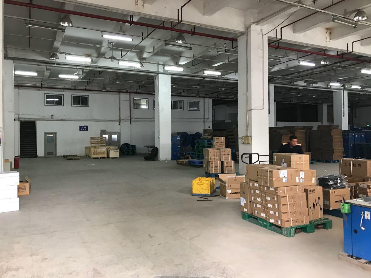 布吉带卸货平台一楼2600平厂房出租(可分租)
