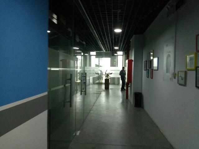 地铁口附近楼上豪华装修厂房960平方-图3