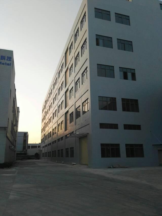 长安新出全新标准厂房一楼3200㎡可分租或整租。