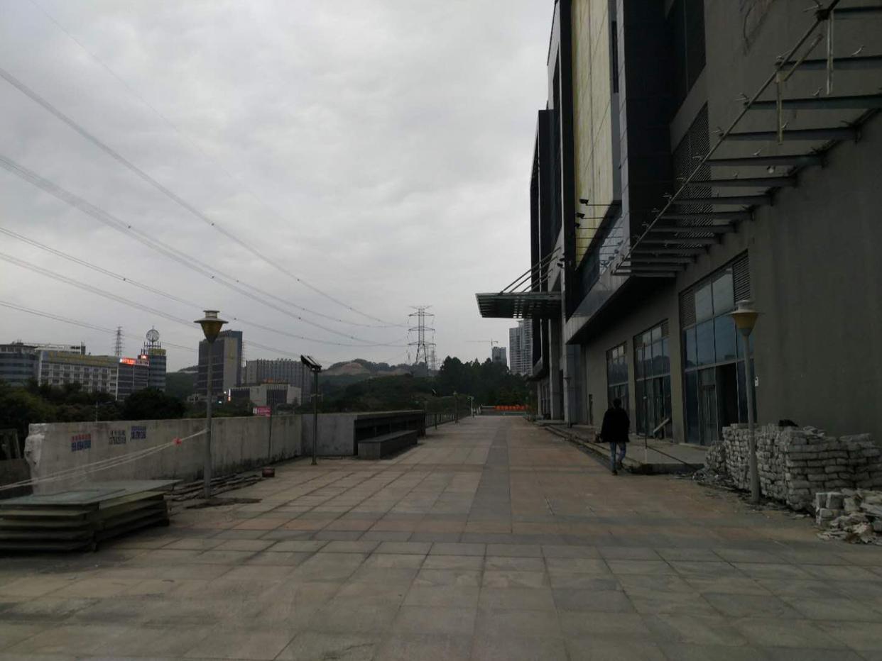 布吉高速出口全新红本厂房1-7层112000平方可以分租-图4