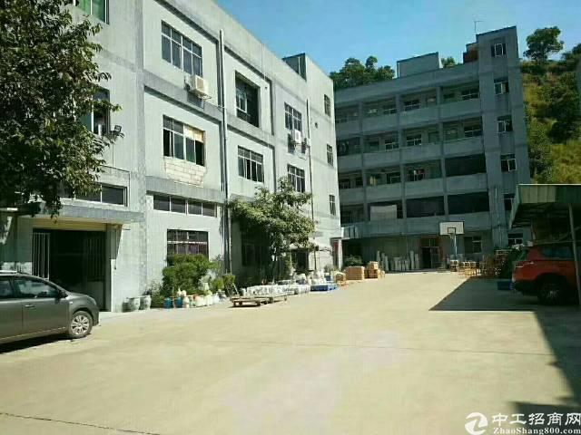 平湖辅城坳楼上480平方带装修厂房出租。