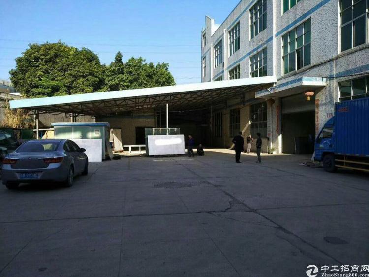 坪地龙岗大道边上新出标准厂房2000平米出租,只租10块