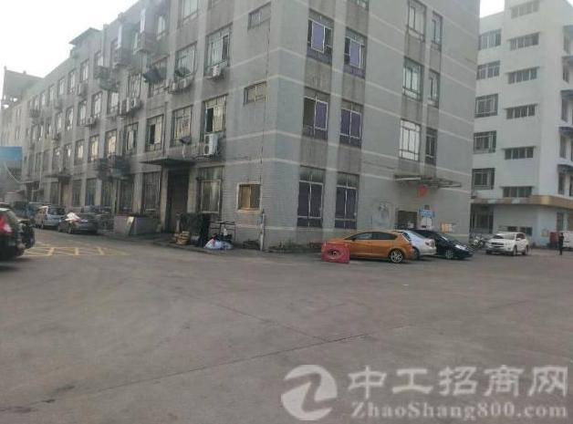 公明镇中心龙大高速出口附近一楼二楼每层1840平方厂房