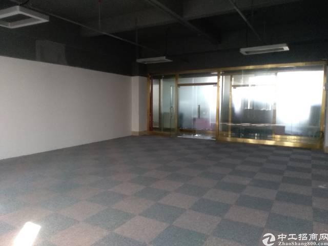 临近清湖地铁口办公写字楼