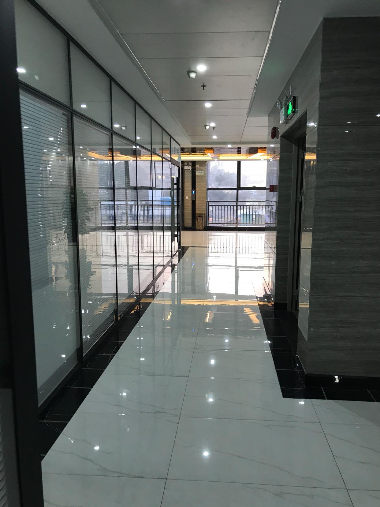 观澜高新创业园办公室出租 配套家具齐全