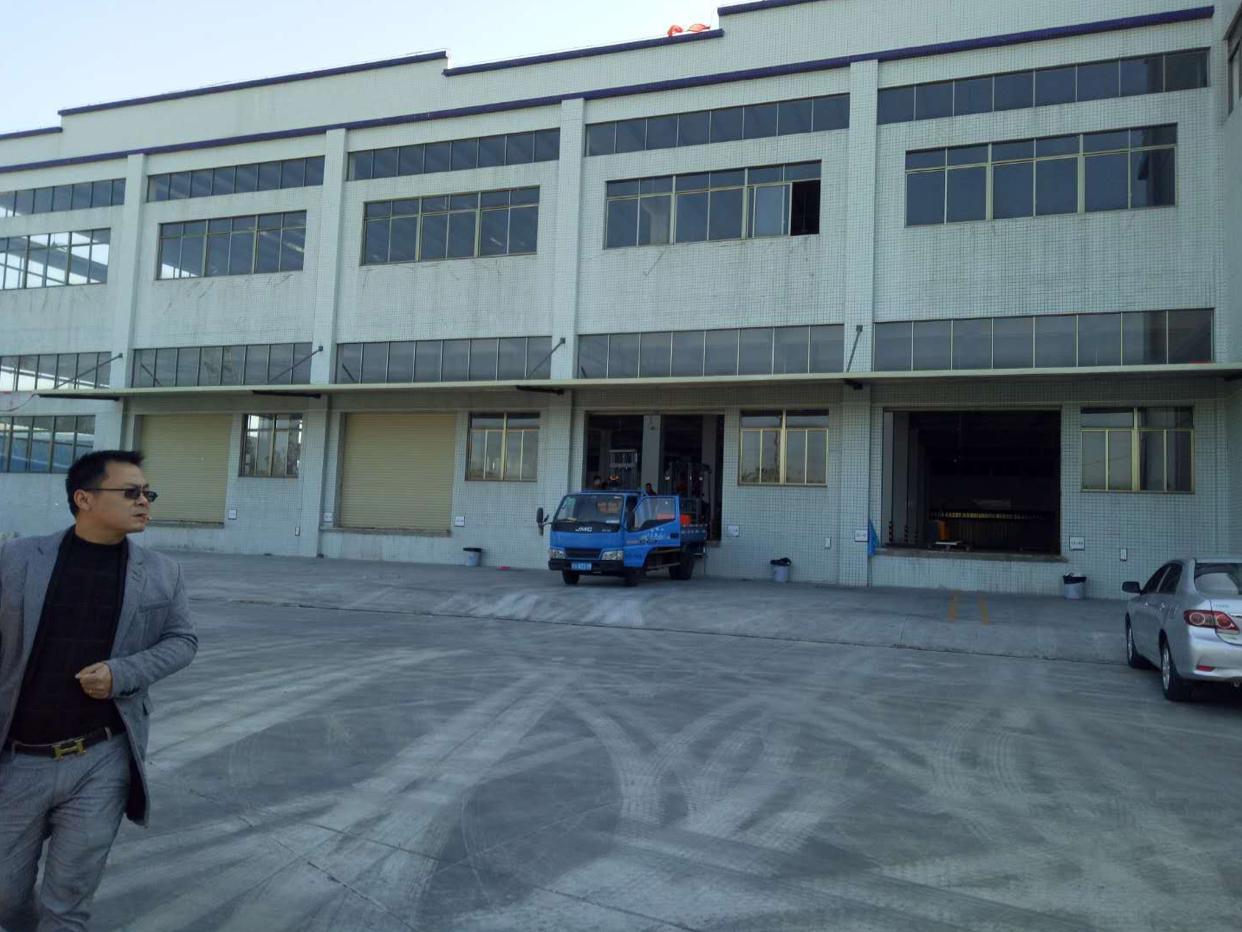 望牛墩标准一楼仓库3900平米,带高台卸货平台,高8米