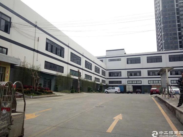 龙华高速口附近1楼2600平,超大空地