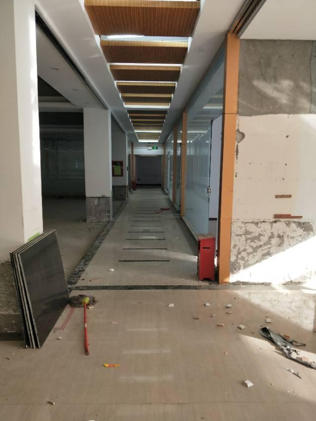 布吉十米高精装一楼厂房2000平