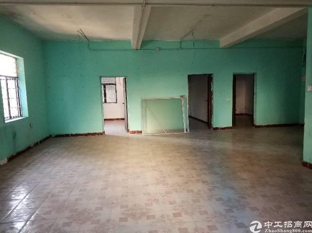 横岗镇四联社区二楼厂房空出280平带精装修办公室厂房形象好。