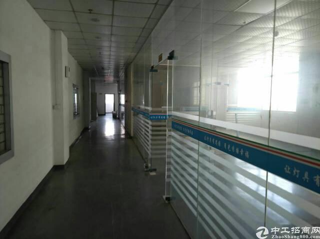 高速出口楼上在装修厂房1600平方-图3