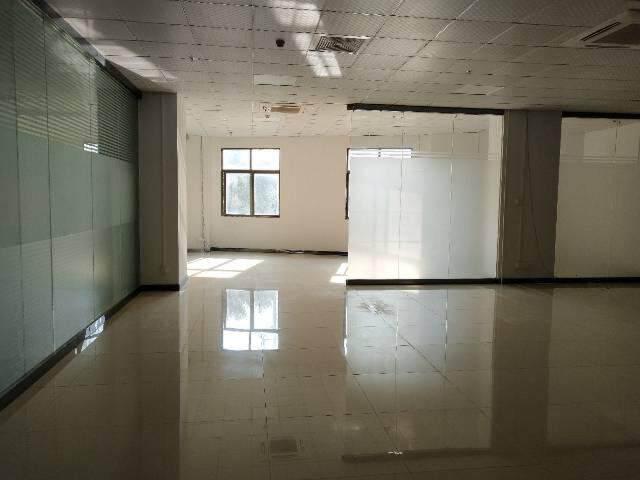 沙井地铁口188平米精装修写字楼出租,图片2