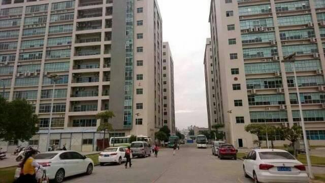 福永沿江高速出口楼上1250平米带装修厂房出租