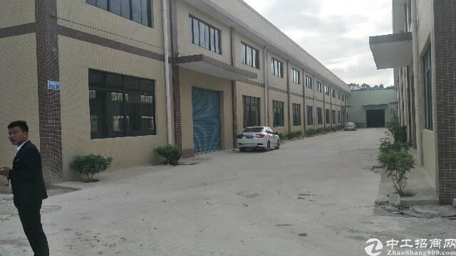 秋长2600平独院钢构厂房现成水电高8米空地大可分租