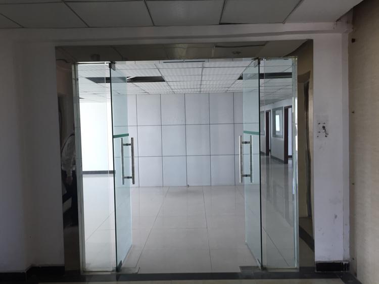 龙华龙胜地铁站旁9楼690平方米一整层带精装修,免装修费