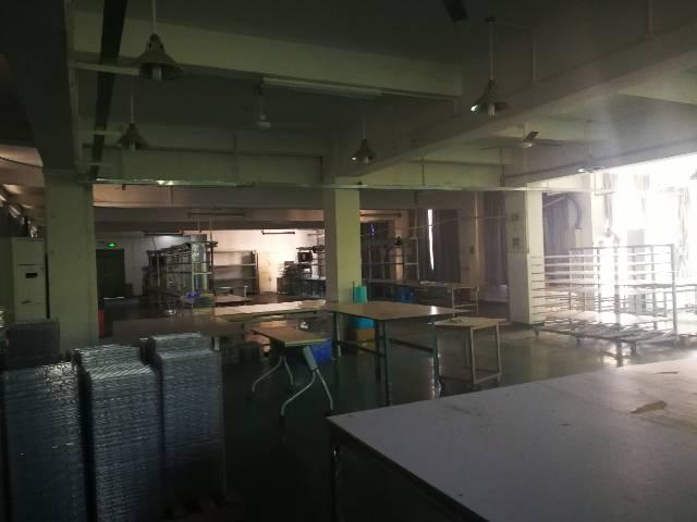 坪地新出标准楼上厂房1400平米 租13