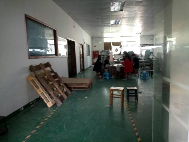 高速出口楼上1400平带装修厂房招租-图2