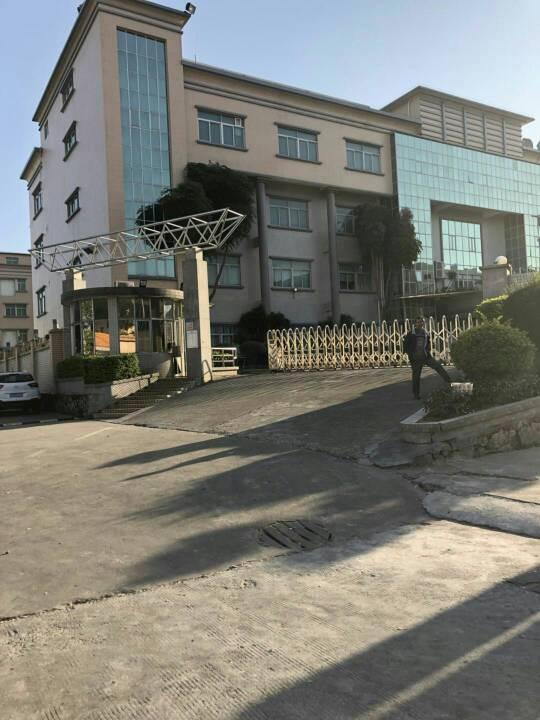 大岭山花园式独院厂房7500平米宿舍1200低价出租