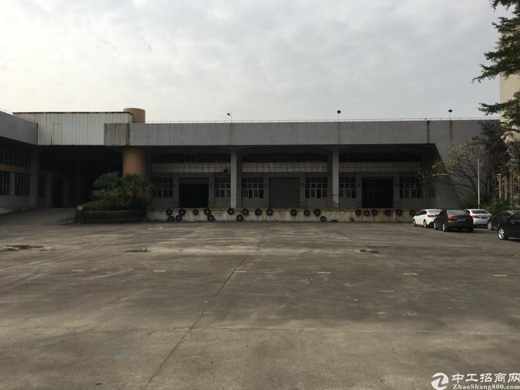 凤岗镇雁田工业区标准厂房一楼10米高带行车两部3800平方米