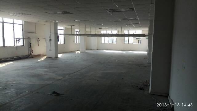 制衣厂的福音1300平方。有电梯,有灯架,有办公室装修